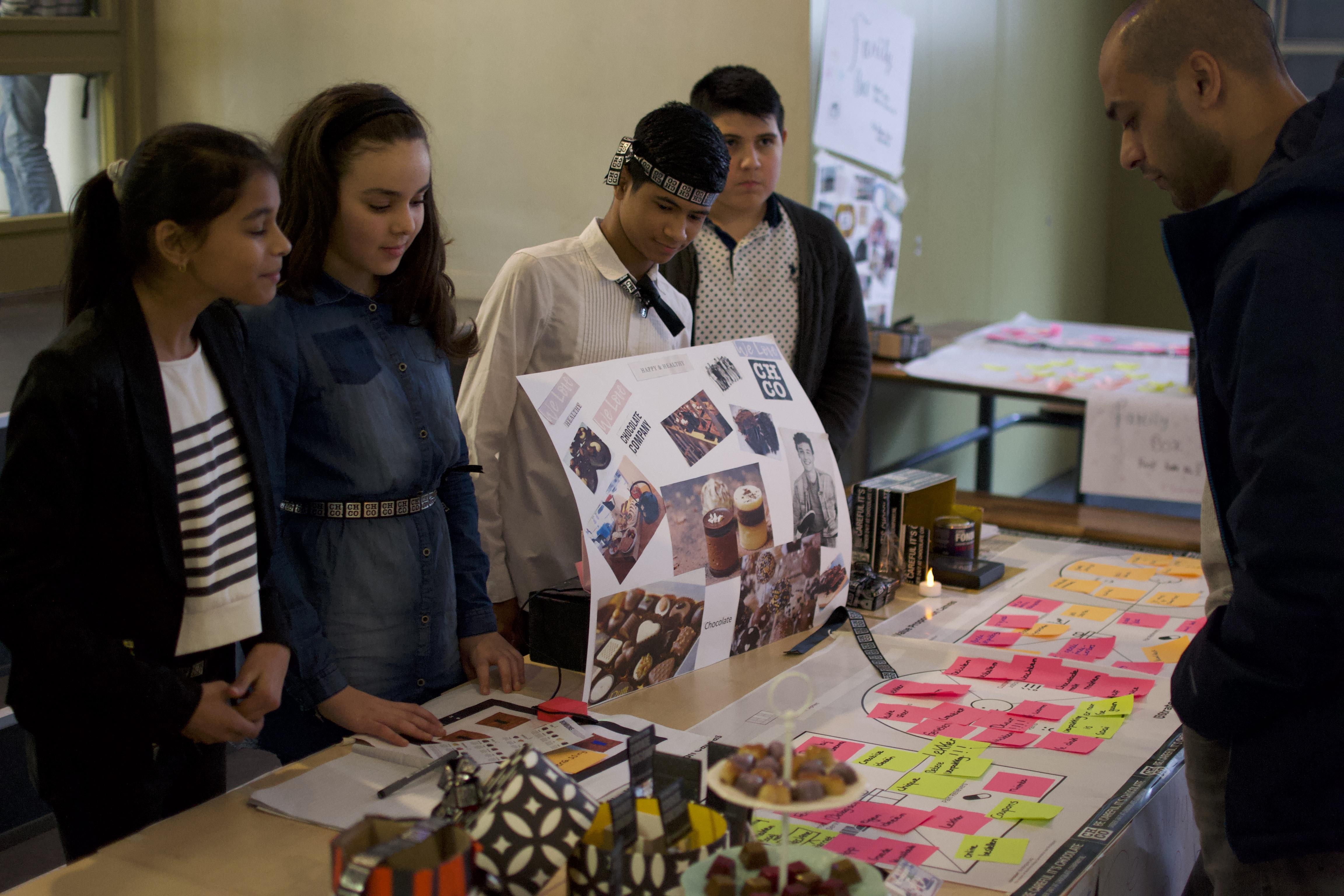 Uitleg aan de bezoeker van het project, doelstelling en eindproduct.